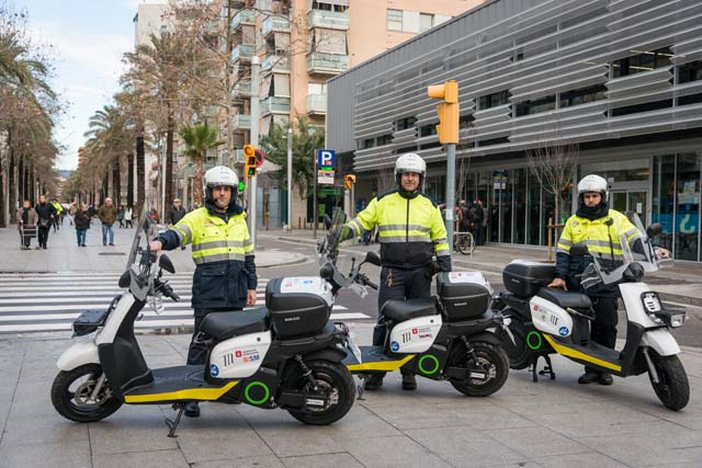 Barcelona se adapta a la moto eléctrica 2