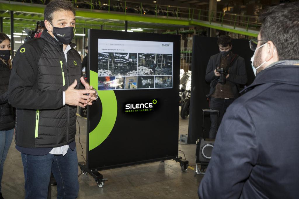 Pere Aragonès visita Silence y se sube a una de nuestras motos eléctricas 2