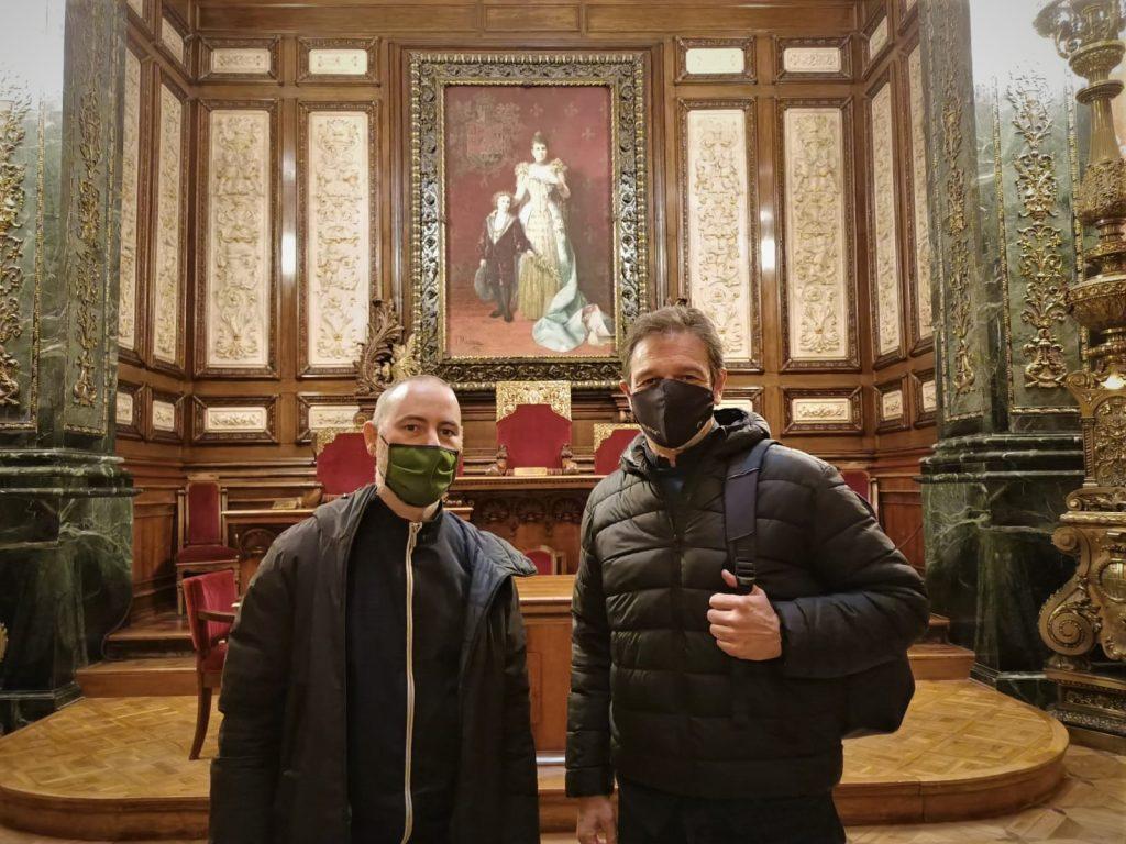 Janet Sanz y Eloi Badía reciben a Silence en el Ayuntamiento de Barcelona 3