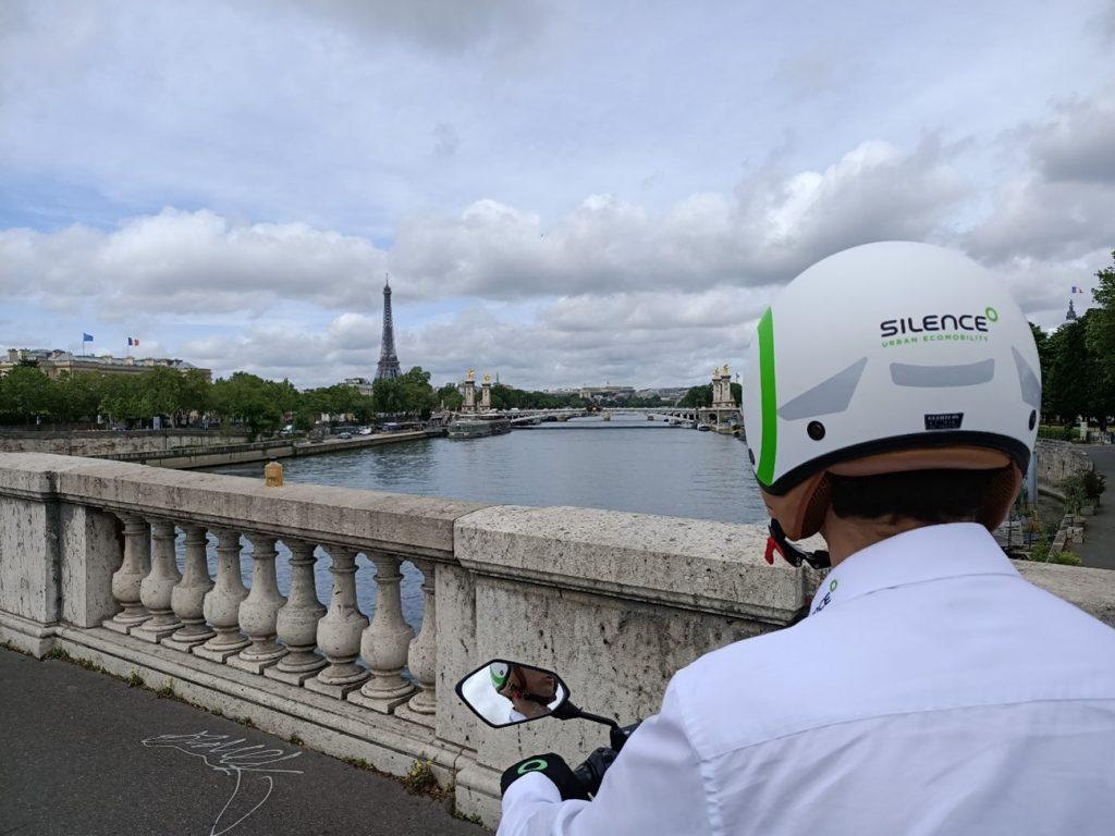 Silence conquista París 4